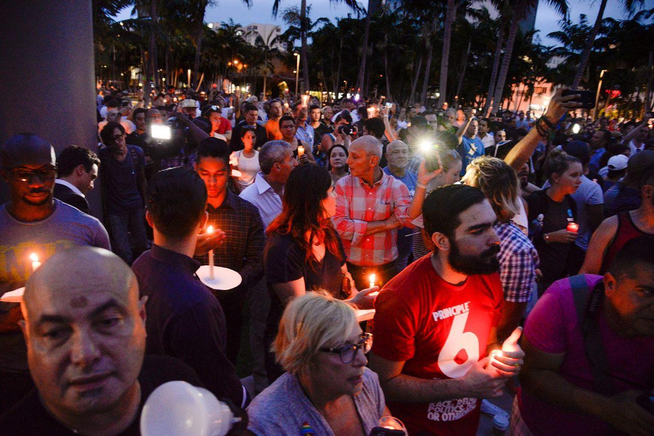 Manifestation lundi soir à Miami Beach en hommage aux victimes d'Orlando (photo : Philippe Levine, maire de Miami Beach)