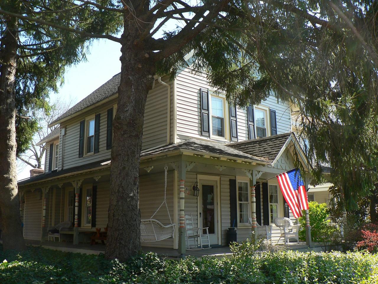 Maison américaine avec drapeau