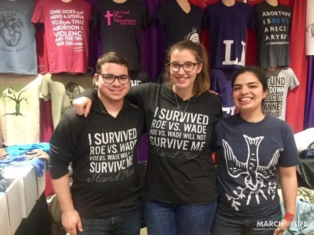 """Photo de la Marche pour la Vie aux Etats-Unis : """"J'ai survécu Roe VS. Wade. Roe VS. Wade ne me survivra pas."""""""